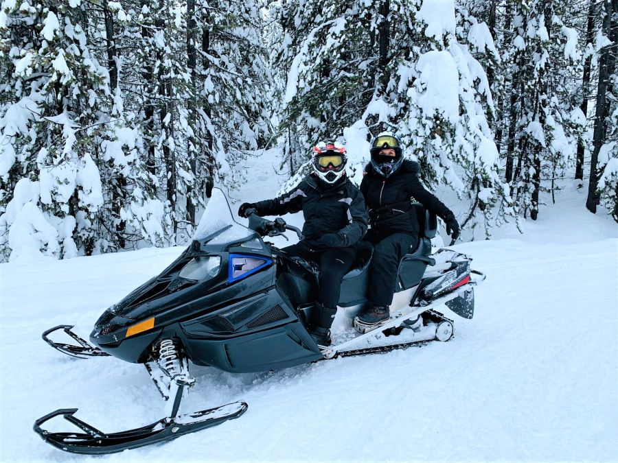 </who>Writer Steve MacNaull and his wife, Kerry, rode tandem on Outback Snowmobile Tours' one-hour introductory excursion at Big White Ski Resort.