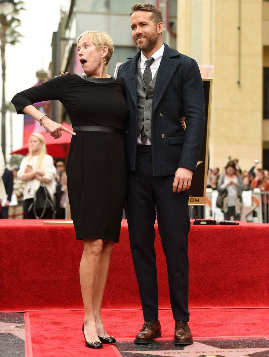 <who>Photo Credit: Getty Images</who>Ryan Reynolds and his mom Tammy